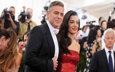 El regalo que George y Amal Clooney hicieron a todos los pasajeros con los que compartieron un vuelo