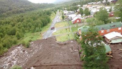 Dos muertos y ocho desaparecidos por aluvión en poblado de Chile