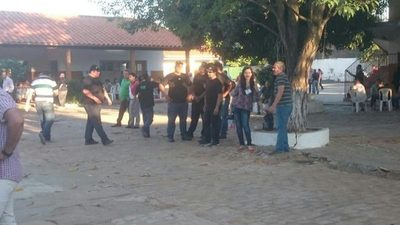 """Presencia de """"hombres de negro"""" alertó a la gente en local electoral de Lambaré"""