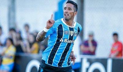 Lucas Barrios confirma su salida de Gremio