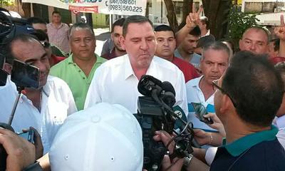 """Zacarías Irún se quiso """"colar"""" en la fila para votar, pero no le dejaron"""