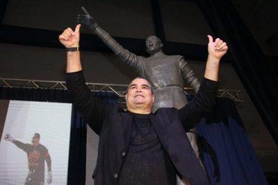 Chilavert ya tiene su estatua en Vélez