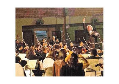 OSCA lleva clásicos, folclore y pop a plaza de Ykua Sati