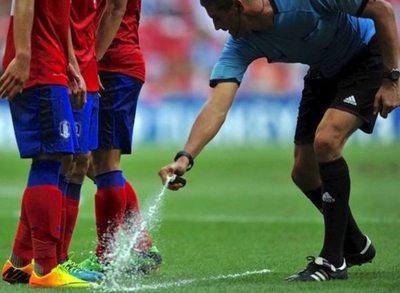 Inventor del spray pide platal a la FIFA