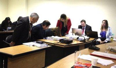 Fiscalía pide condena de dos años para tres auditores de la Contraloría