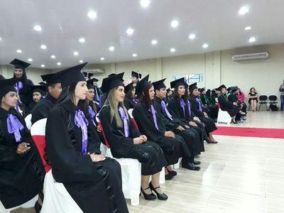 Universidad San Lorenzo presentan 88 nuevos profesionales a la sociedad