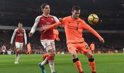 Arsenal y Liverpool igualan en un juego de trámite loco