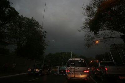Activan alerta por tormentas eléctricas en 10 departamentos
