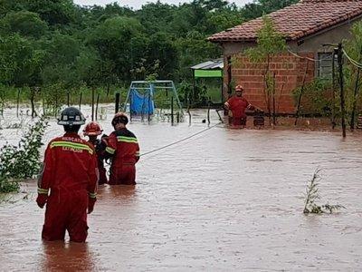 Rescatan a familias por inundación en Capiatá