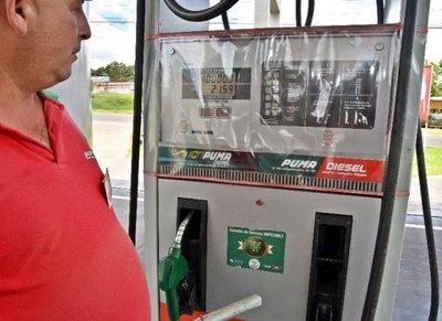 La escasez de etanol agrega presión  para subir las naftas
