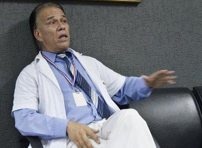 Ordenan captura del doctor Carlos Cuba