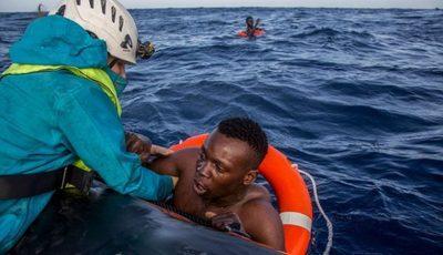Rescatan unas 234 personas a la deriva en el mar