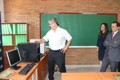 Inauguran obras en Escuela de Caacupé