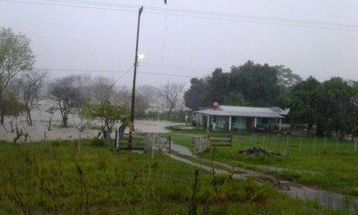 Rige alerta de tormentas para 5 departamentos