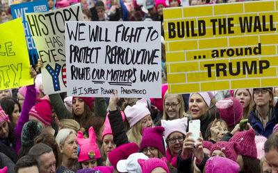 Mujeres vuelven a marchar contra Donald Trump