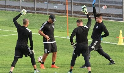El plantel de Olimpia parte a Montevideo para el debut