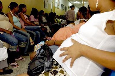 Piden a embarazadas extremar cuidados si viajan al exterior