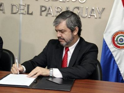 Enrique Riera renunció como ministro del MEC