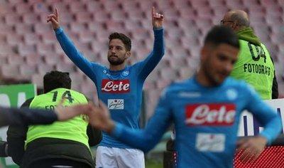 Napoli recupera el liderato y Verona da la sorpresa ante Florentina