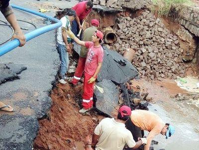 Reparan calle destruida tras la tormenta en Itá Pytã Punta