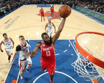NBA: Harden supera los 15.000 puntos, LeBron sigue sufriendo