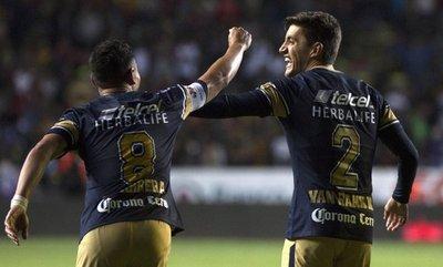 Pumas vence a Morelia y lidera la tabla