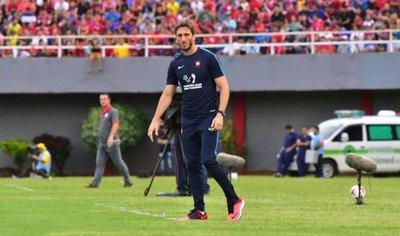 Luis Zubeldía, contento por jugar bien y ganar