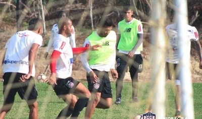 El Junior se embarca hacia Paraguay con una baja