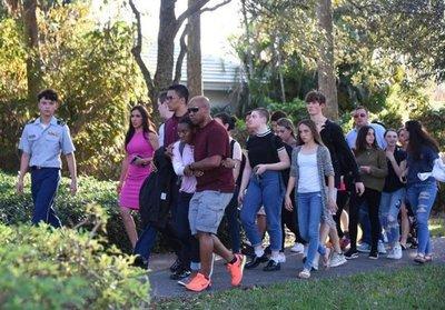 Trump recibirá a estudiantes de escuela de Florida donde hubo tiroteo