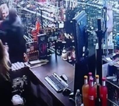Dueña de bodega se enfrenta a tiros con ladrón