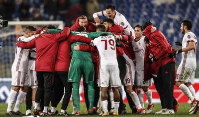 Milan derrota a domicilio a Roma