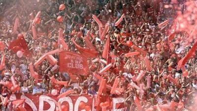 Macri no quiere que se acuerden de su mamá en los estadios