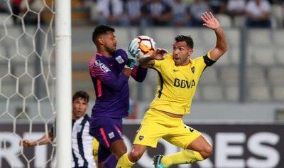 Los postes frustran el triunfo de Boca Juniors y salvan a Alianza Lima