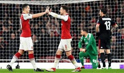 Arsenal se lleva el duelo de gigantes ante el Milán