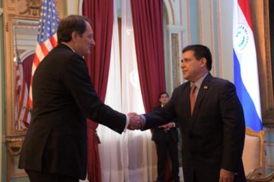 Embajador estadounidense celebra logros en lucha contra el narcotráfico