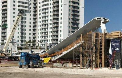 Así cayó la pasarela peatonal en Miami