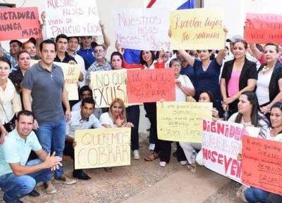 Reclaman el pago de los salarios atrasados en la Gobernación del Guiará