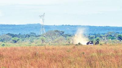 Torres invaden campo de batalla de Acosta Ñu