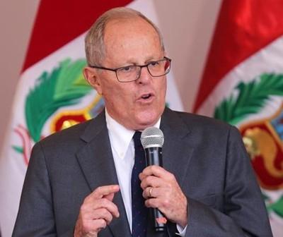 Presidente de Perú presenta renuncia en medio de acusaciones de corrupción