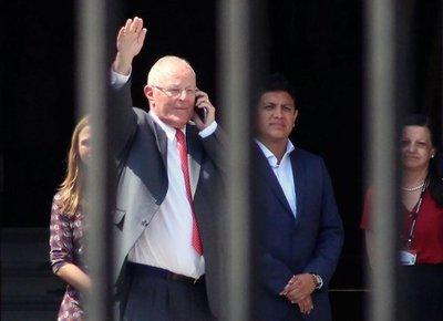 Kuczynski amenaza al Congreso con retirar renuncia