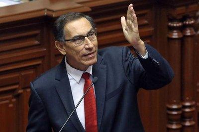 Martín Vizcarra jura como nuevo presidente de Perú