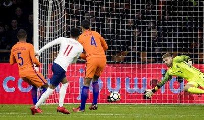 Inglaterra amarga el estreno de Koeman como DT de Holanda