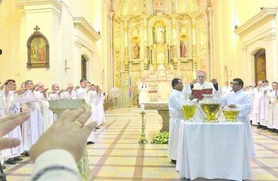 Conmemoran institución de la eucaristía y el sacerdocio