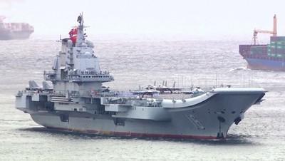 China se prepara para bautizar en alta mar a su primer portaaviones