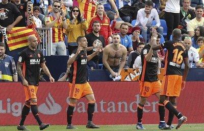 Valencia suma y se acerca a la Champions