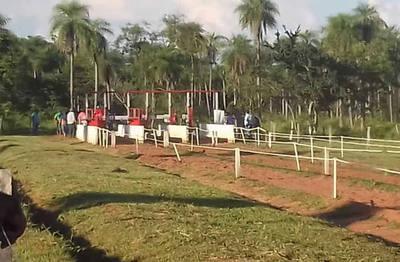 Muere niño de 13 años tras participar en una carrera de caballos