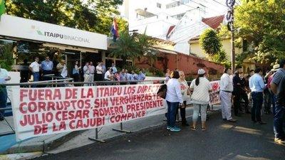 Protestan contra seguros VIP