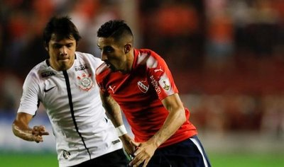 Corinthians logra un valioso triunfo ante Independiente