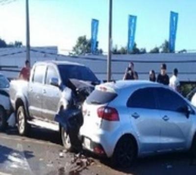 Heridos y cuantiosos daños tras choque en cadena en Encarnación