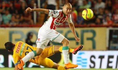 El paraguayo Carlos González anota en el empate del Necaxa